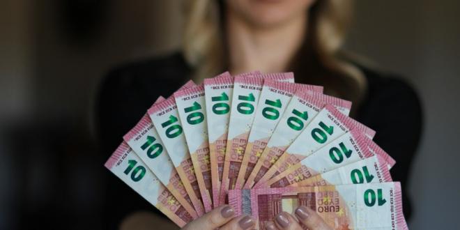 Geld leihen 660x330 - Deutsche leihen sich 43 % mehr Geld